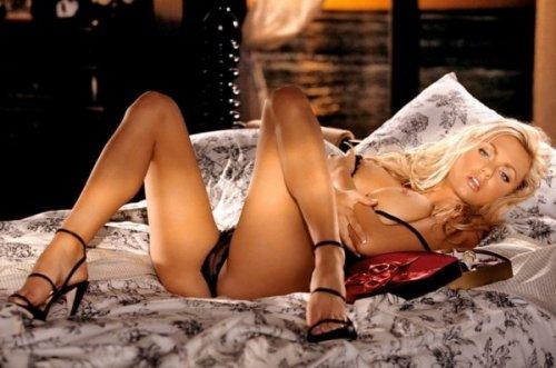 Блондинка в кружевном белье