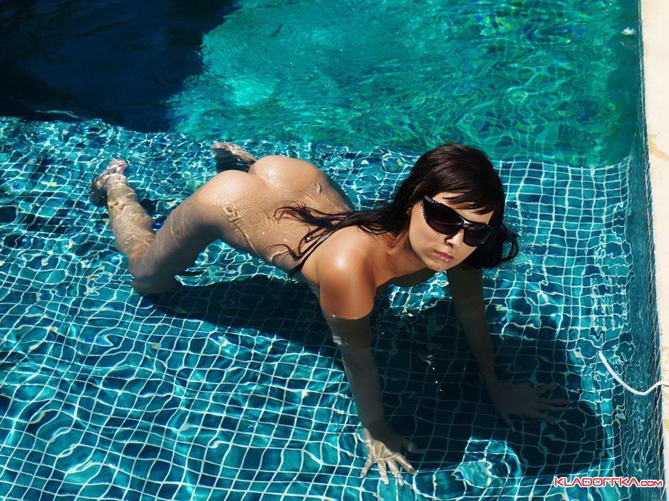 проститутки в бассейне