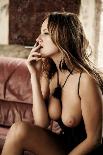 Фото голых курящих женщин 20499 фотография