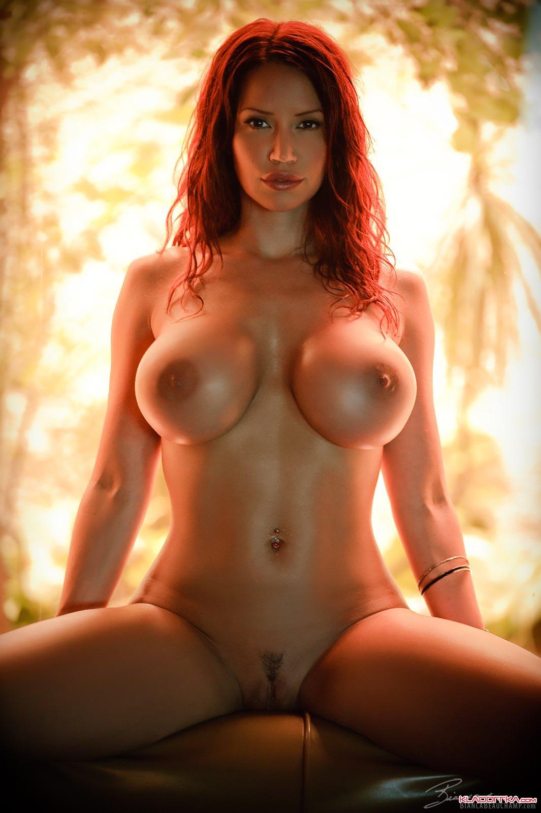 Голые девушки в порно  смотреть фото эротику с сиськами