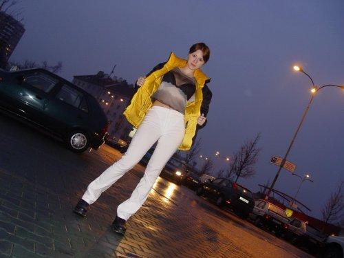 Молодая Gabi с привлекательным телом на частных эротических фото
