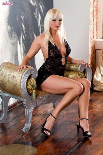 Lenka Drozd профессионально демонстрирует свои прелести