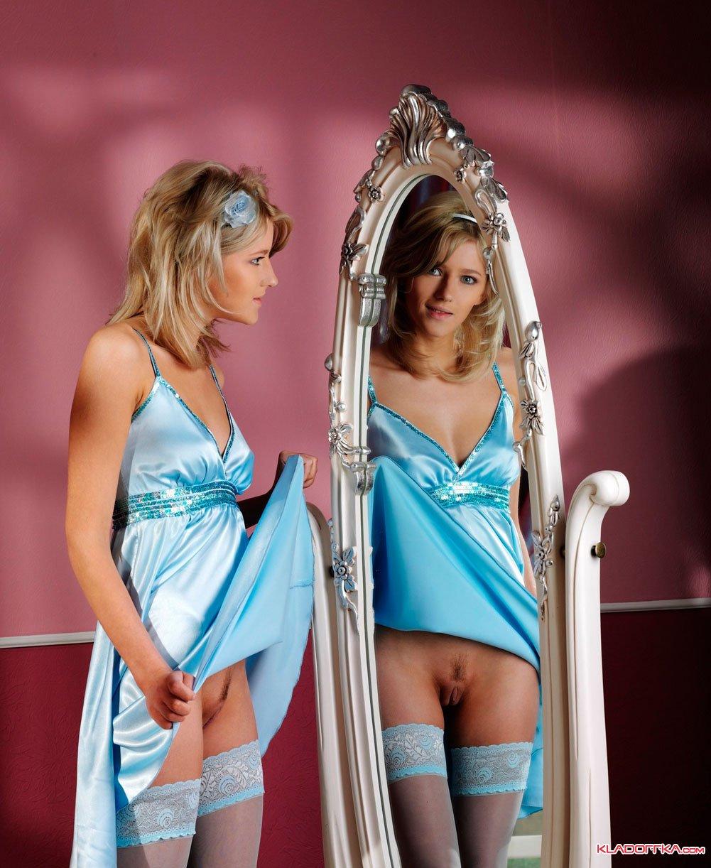 Перед зеркалом порнушка