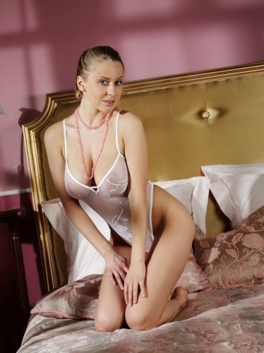 Дарья Макарова и розовые бусы