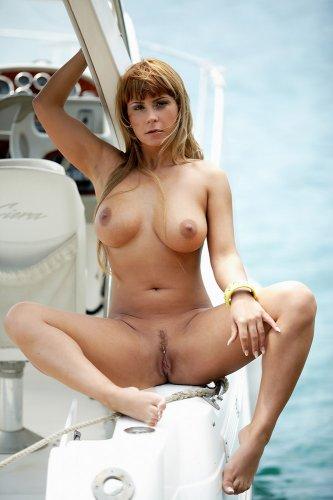 Dorothy Black на яхте