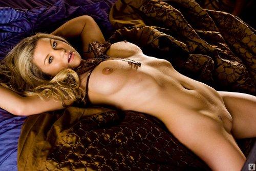 Красивые эротические фото в спальне обнажённой Jamie для журнала Playboy