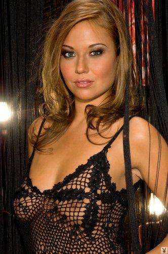 Раскрепощённая Anastasia Christen в чёрном эротическом белье для Playboy