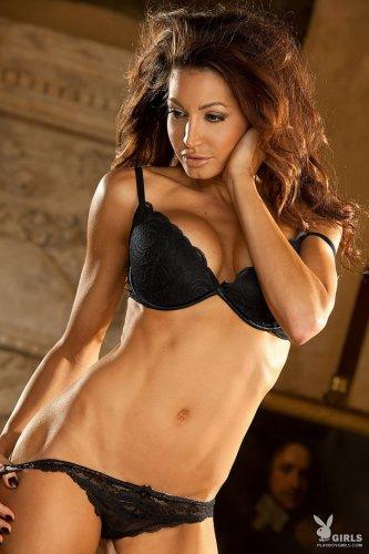Шикарная модель Angela Taylor в чулках на красивых эротических фото