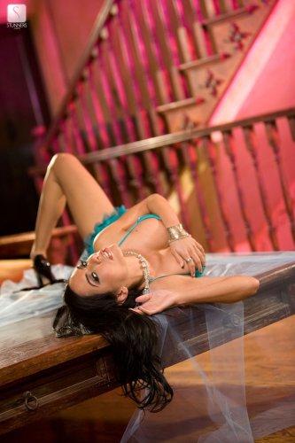 Знаменитая эротическая актриса Lela Star претворяется шлюхой на съёмках