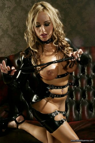 Дерзкая элитная шлюха Natalie Heck с офигенным телом в латексном белье