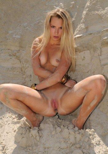 Марина в песчаных горах