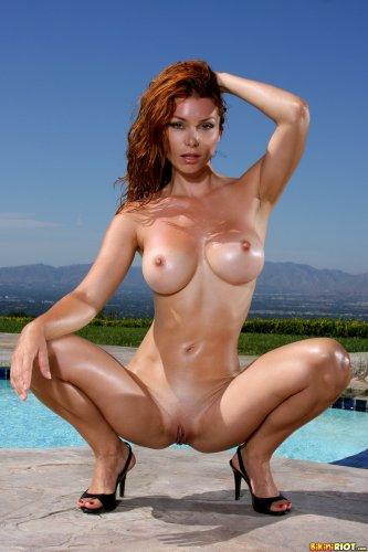 Влажная горячая сучка Heather Vandeven в откровенном леопардовом бикини