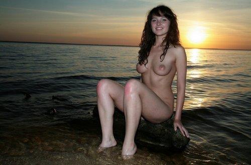 Карина на фоне заката