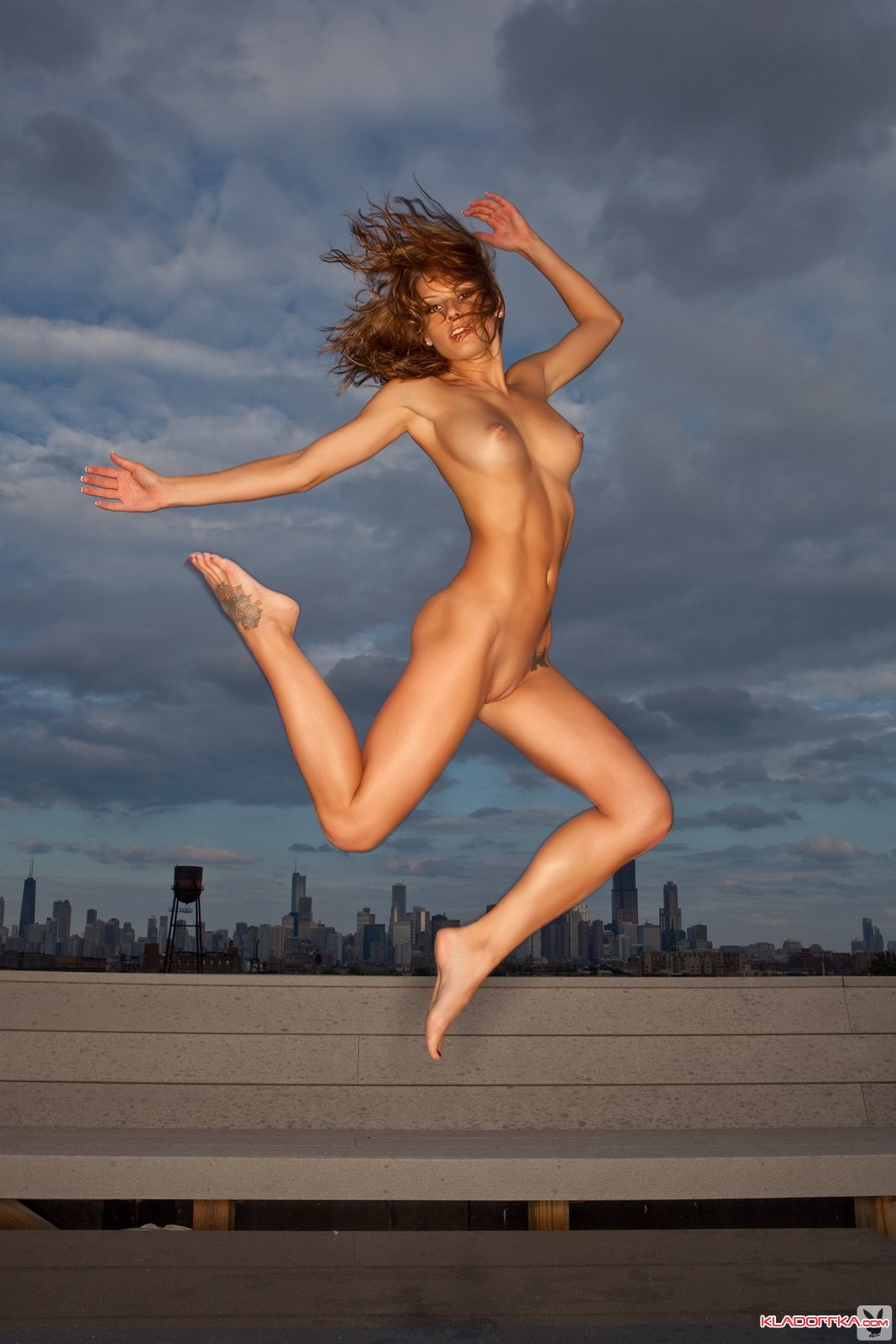 Nude girls jump roping