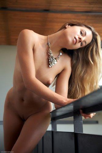 Antea устроила жаркую фотосессию на балконе