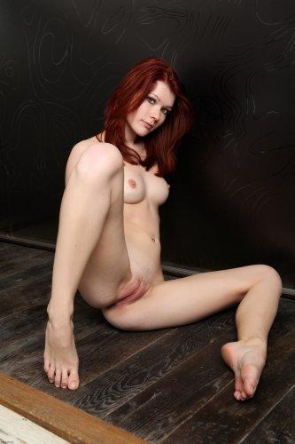 Симпатичная девушка Lynette