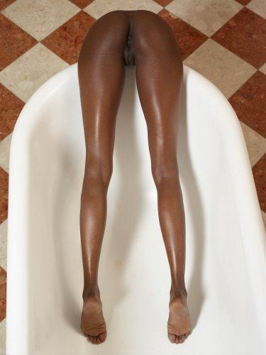 Valerie в ванне