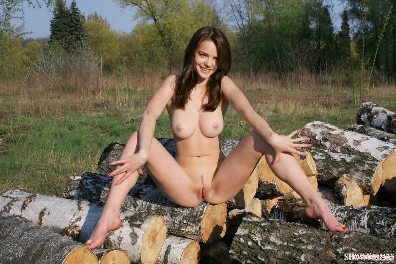 фото голых женщин на лесоповале
