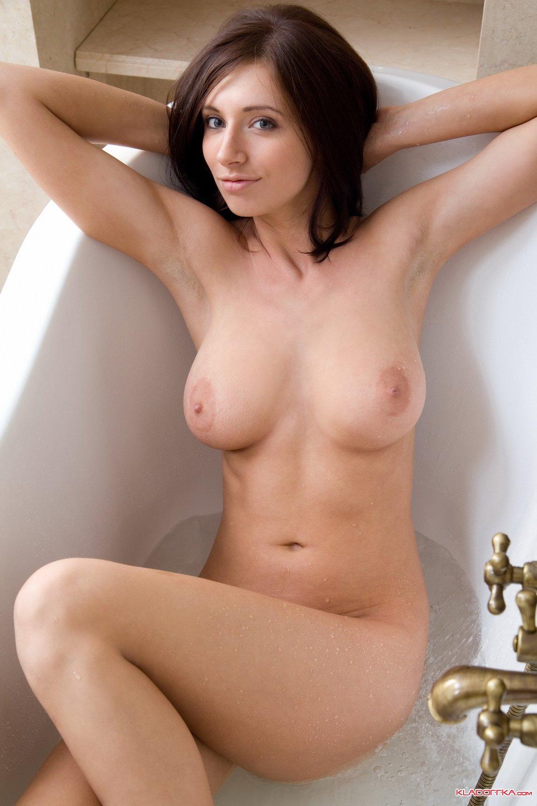 Голые девушки с красивои грудью фото 181-290