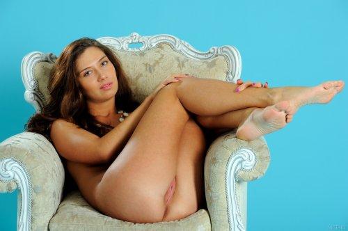 Жанна в кресле