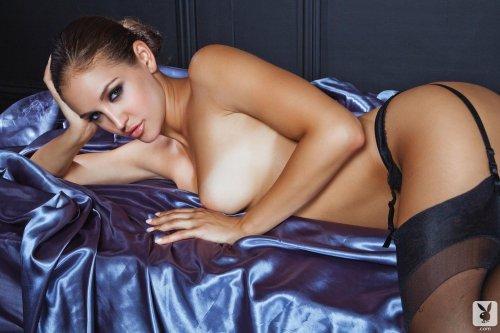 Горячая обнажённая фотомодель плейбоя Jaclyn Swedberg в эротическом белье