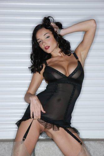 Пирсингованные соски и эротичное белье раскованной Jenya D.