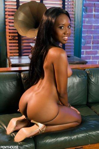 Темнокожая красотка Nina Devon делает эротические снимки для Penthouse