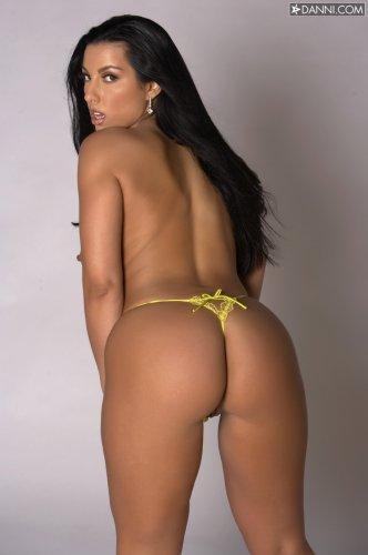Жопастенькая Brianna Jordan с сочными дыньками