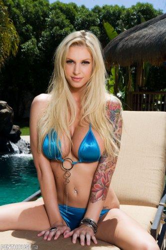 Brooke Banner хвастает тонкой талией и большой грудью