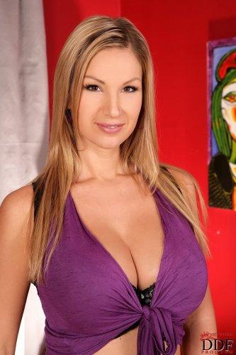 Шикарная Carol Goldnerova
