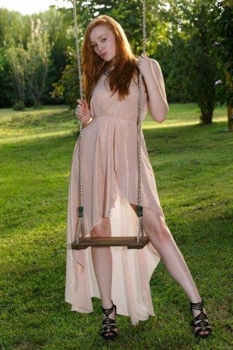 Рыжая Kloe Kane в райском саду