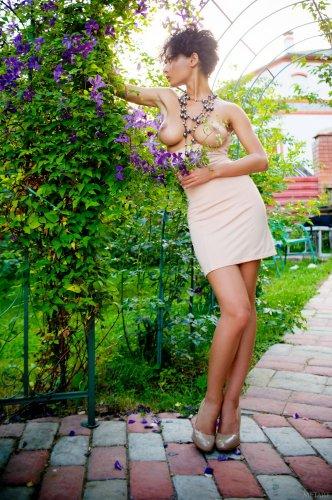 Голая Pammie Lee и ее небритая киска