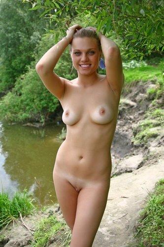 Красотка Милена у озера