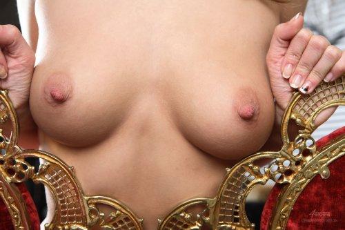 Роскошная обнажённая дама Malena устроила эротику для Деда Мороза