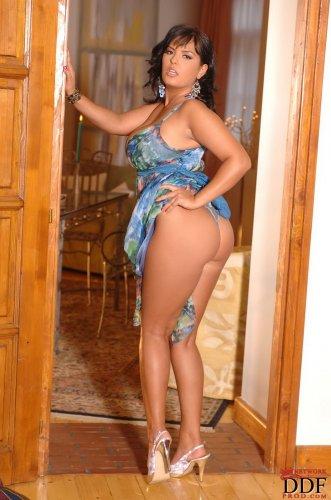 Знойная женщина Jasmine Black