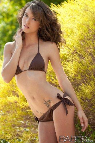 Сексуальная стройная фотомодель Malena Morgan на фото для Babes.com