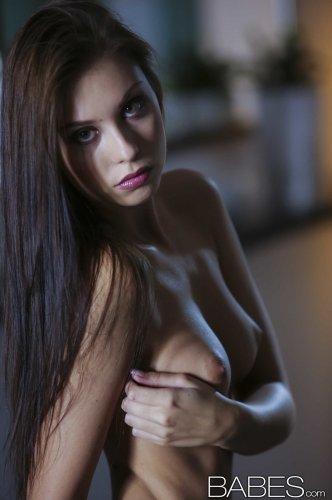 Прекрасная Sabrisse Aaliyah возбудит любого мужика своим голым телом