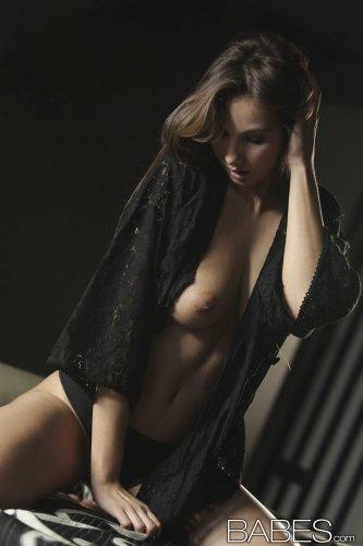 Фотографии студии Babes.com красотки Connie Carter в эротических позах