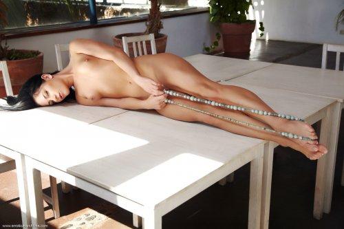 Страстная модель Jessica Rox с маленькими сиськами и огромным клитором