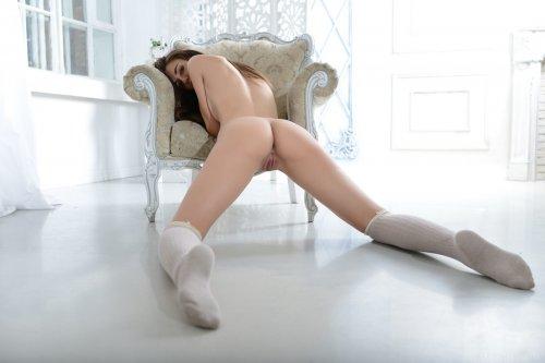 Обнажённая милашка Sabrina G со стройным красивым телом на фото
