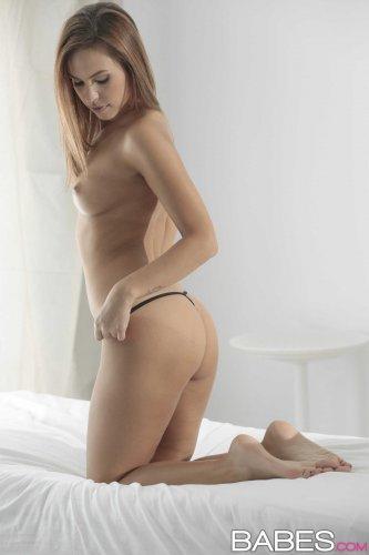 Красивые эротические фото милой Jenny Appach в прозрачном нижнем белье