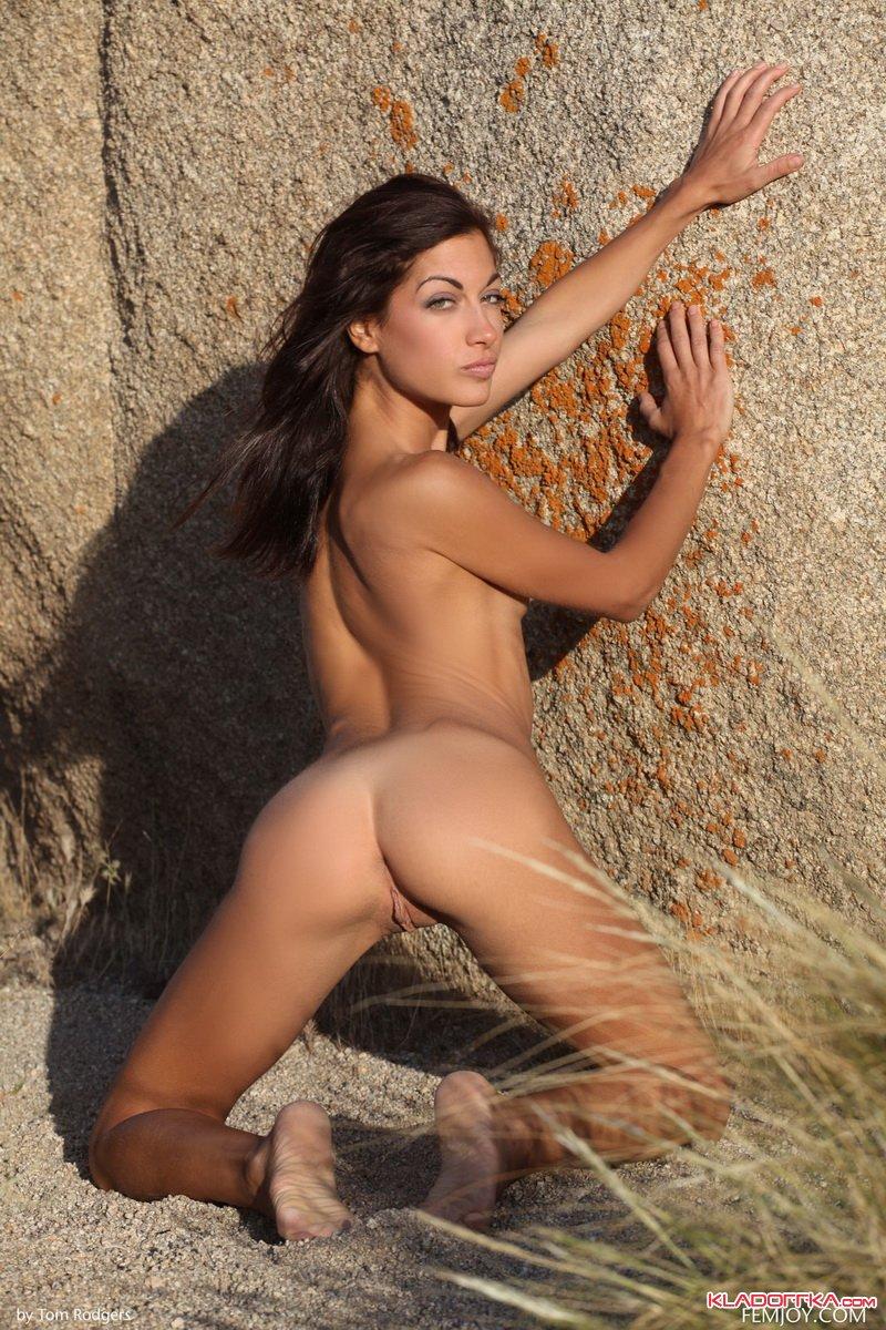 Laila Robins Nude