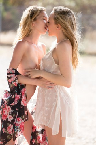 Две нимфы Angel Smalls and Aubrey Star