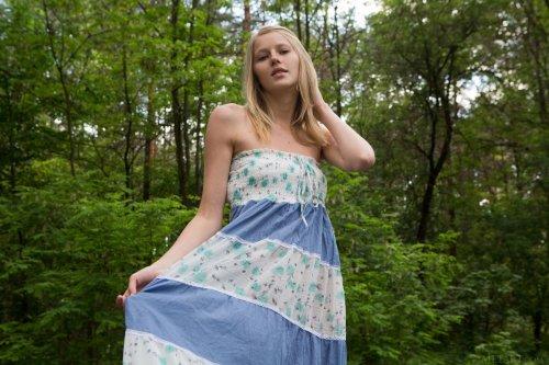 Молоденькая Mila Zerra с торчащими сосками
