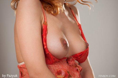 Рыжая Zarina A в коралловой комбинации