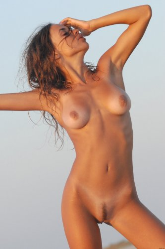 Жаркая Olga Ovsienko в пустыне
