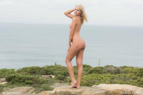Tracy Gold голышом